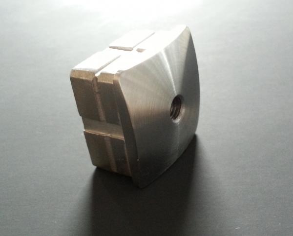 Quadratstopfen gewölbt 40 x 40mm mit Gewinde M8