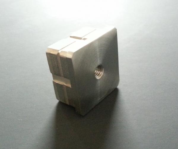 Quadratstopfen flach 40 x 40mm mit Gewinde M8